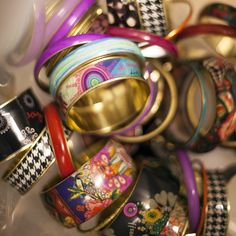 Bangles made of glass, resin and brass with different prints. Mix them as you like and discover the magic of bracelets.