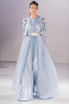 Soft blue caftan by Romeo haute couture Morrocan Dress, Kaftan Moroccan, Beautiful Gowns, Beautiful Outfits, Caftan Gallery, Arabic Dress, Mode Abaya, Couture Details, Caftan Dress