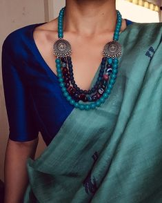 Instructions for collecting jewelry for saree - jewelry accessories ideas Diana Penty, Trendy Sarees, Stylish Sarees, Saree Accessories, Saree Jewellery, Beaded Jewellery, Silver Jewellery, Saree Blouse Neck Designs, Modern Saree