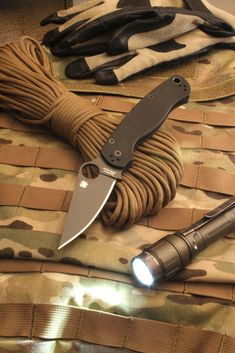 Spyderco C81GPBK ParaMilitary, Black G10 Handle, Black Blade, PlainEdge