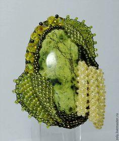 """Купить Брошь """"Березовые бруньки"""" - зеленый, брошь ручной работы, бисер, вышивка, листик"""