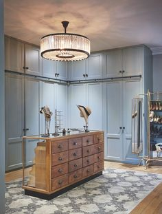 Modern Dressing Room Ideas, Decorating and Design Inspiration Vintage Dressing Rooms, Small Dressing Rooms, Dressing Room Closet, Wardrobe Doors, Built In Wardrobe, Master Closet Design, Wardrobe Design, Dressing Room Design, Dressing Area