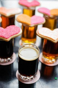 Brewery Themed #Wedding - Cookies + Beer Treats for Guests I Pretty Little Details