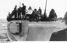 Bundesarchiv Bild 146-1972-093-39, Schnellboote transportieren Truppen aus Libau… E Boat, Wwii, Past, Battle, Hunting, History, Ships, Image, Pictures