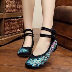 Women Flat Shoes Traditional Embroidery Peacock Casual 2017 Ladies Flats Shoes Totem Flats Mary Janes