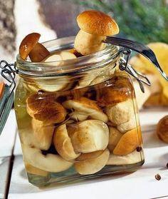 Ингредиенты: грибы белыемаринад на 1 литр водыуксус 6% – 100 млсоль – 50 главровый лист – 1 штчерный перец – 5 горошковдушистый перец – 3 горошкаПриготовление: Для маринования используют молодые,плот…