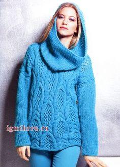 Бирюзовый пуловер из оригинальных кос, дополненный снудом. Вязание спицами