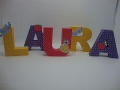 Letras 3D, produzidas em papel de scrap 180 gramas. Ideal para decoração de mesa para festa de aniversários, chá de bebê, decoração de quartos, etc. <br>Tamanho médio da letra é de 14 cm. <br>Pode ser produzida em outros temas e cores.