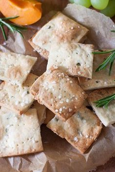 The crackers are crispy, golden brown and packed with rosemar -Rosemary Sea Salt Cracker - - Rosemary Sea Salt Crackers. The crackers are crispy, golden brown and packed with rosemar - Appetizers For A Crowd, Seafood Appetizers, Seafood Recipes, Snack Recipes, Salt Crackers, Healthy Snacks, Healthy Recipes, Snacks Für Party, Mushroom Recipes
