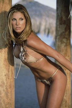Sexy photos of classic hot girl Daisy Fuentes. Daisy Fuentes, 50 Most Beautiful Women, Beautiful Models, One Clothing, Hollywood Celebrities, Sexy Hot Girls, Celebrity Photos, Celebrity Women, Cool Girl