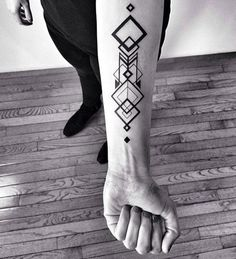 Top 50 Best Geometric Tattoos- Top 50 Beste Geometrische Tattoos geometric tattoo on the arm - New Tattoos, Body Art Tattoos, Tattoos For Guys, Tatoos, Wing Tattoos, Subtle Tattoos, Fake Tattoos, Music Tattoos, Tattoos Geometric
