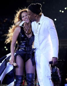 Beyonce and Jay-Z. Beyonce is 32 and Jay-Z is Age Gap: 12 years. Beyonce Y Jay Z, Beyonce Family, Beyonce Fans, Beyonce Knowles Carter, Beyonce Album, Beyonce Style, Bonnie Clyde, Cute Celebrities, Celebs