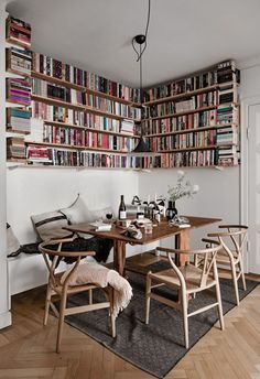 7 Small Space Tricks To Learn From A Light-Filled Stockholm Family Home (my scandinavian home) Home And Living, Home And Family, Sweet Home, Dining Nook, Scandinavian Home, Living Room Inspiration, Style Inspiration, Bookshelves, Small Spaces