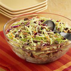 Ensalada Agridulce de Brócoli y Col: Receta de ensalada de brócoli y col con un aderezo de vinagreta agridulce muy fácil de preparar
