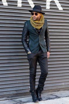 ニューヨークで行われた2016-17年秋冬ニューヨーク・メンズ・ファッションウイーク会場から、最新のストリートスナップをお届け。ファッション・ディレクターのニック・ウースター(Nick Wooster)や、2016-17年秋冬パリ・メンズ・ファッションウイークで「エルメス(HERMES)」のランウエイに登場したモデル