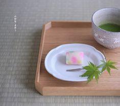 today, I made japanese confectionery NERIKIRI which express summer local festivals  ▫️▫️▫️▫️▫️▫️▫️▫️▫️▫️▫️▫️▫️▫️▫️ こんばんは٩꒰๑• ̫•๑꒱۶♡ 今日の横浜は、午前に降った雨がやんだ後もずっと、 蒸し暑い一日でした . もう地元の夏祭りは終わりましたか? 私の地元もいくつかお祭りがあって、 多分もう全部終わった、、ような、、? . これからの所もまだありますよね ということで、、 . 今日のおやつは ピンクと黄色で緑の水玉模様を透かしで入れたういろう生地に 黄身餡をロールした . 「夏祭り」 . 外郎生地➕黄身餡=安定の美味しさ、でした。 . . . ▫️▫️▫️▫️▫️▫️▫️▫️▫️▫️▫️▫️▫️#和菓子#練り切り#練切り#上生菓子#wagashi#煉切#器#和食器#still_life_gallery#japaneseculture#nisnap#japon#japan#テーブルセッティング#和の心#おやつ#茶道#...