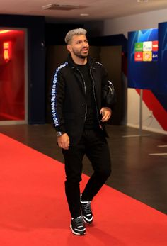 Sergio Aguero of Manchester City arrives prior to the UEFA Champions League Group F match between Olympique Lyonnais and Manchester City at Groupama Stadium on November 2018 in Lyon, France. Get premium, high resolution news photos at Getty Images Manchester City Wallpaper, Sergio Aguero, Kun Aguero, Ankara Styles For Men, Premier League Champions, Son In Law, World Football, Neymar Jr, Lionel Messi