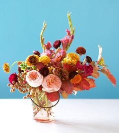 Fabulous Fall Floral Centerpiece | This DIY centerpiece is everything. So perfect for a fall wedding!