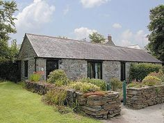 #CornishHoliday With views over the glorious countryside these pet-friendly holiday cottages are situated just 4 miles from Cornwall's spectacular north coast. http://www.chooseacottage.co.uk/cwa/the-barns-buttercups-barn-thf