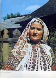 Arges, Muntenia (Wallachia) Folk Costume, Costumes, Folk Embroidery, Ethnic, Anthropologie, Europe, Textiles, The Incredibles, Moldova