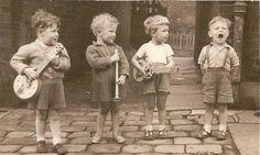 bébé, garçon, enfant, enfants, bon, musique, vieux, pur, pluie, sephia, chanter, fils, chanson, douce, Sweety, pensée, malheureux