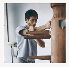 Bruce Lee + wing chun dummy