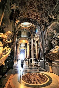 Basilica di San Pietro a Città del Vaticano - beautiful architecture, great angle, peaceful image.