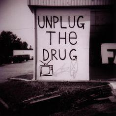 """É preciso diminuir o consumismo, e viver no mundo real... """"Desconecte a droga."""" www.eCycle.com.br Sua pegada mais leve."""