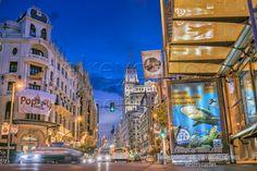 https://flic.kr/p/tsUSyx | _DSC5414-Gran Vía de suelo al cielo.jpg 19 MB 6853 × 4574 | La Gran Vía de Madrid por la noche llena de colores y luces.