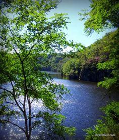 La Creuse ver le lac d'Eguzon: un paysage Wagnerien surprenant au beau milieu de la France