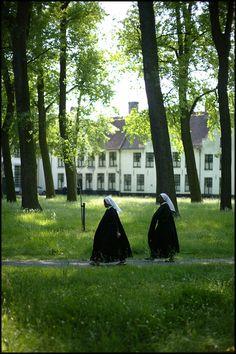 Beguines in beguinage of Bruges (c)Michel Vaerewijck by visitflanders, via Flickr