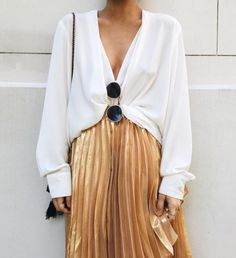 ↞↠ gold pleats
