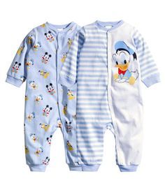 Read ultimo dia:( from the story desobediente ( noriel) by Brichudanger (Brichu) with 821 reads. Baby Outfits, Kids Outfits, Disney Baby Clothes, Baby Kids Clothes, Disney Babys, Baby Disney, Cute Baby Boy, Cute Babies, Baby Boy Fashion