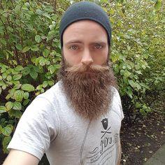 Hi everybody! Aaaaand it's #friday again. Was working outside between the rainfall. Beard is a bit rough due to the wind and all... But that's why we got #beardoil and #beardbalm  #beanie #beard #beards #bearded #baard #bart #barbe #barba #skägg #髭 #口髭 #moustache #moustachewax #jdsbeardoil #photo #clothing #beardlife #beardstyle #beardedmen #beardmodel #blueeyes #weekend #beardsofig #fullbeard #かっこいい #すごい