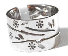 Ladies Silver Chunky Ring Size 6 M  Flowers Leaf Girls Stainless Steel Brand New