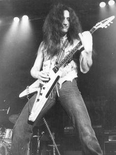 Ken Hensley of Uriah Heap - 1975 http://www.guitarandmusicinstitute.com