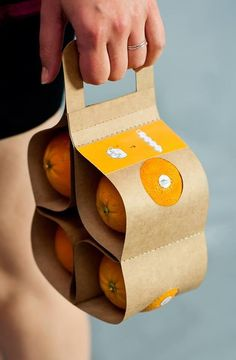 Packaging oranges in an environmentally friendly way! #freshproduce