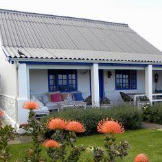 This lovely seaside cottage is in Beach Road, Kleinmond, Western Cape, RSA. / As jy op die stoepie van hierdie mooi huisie sit, kan jy die walvisse in die diepblou see dophou! Farmhouse Architecture, Modern Farmhouse Exterior, Farmhouse Plans, Weekend Cottages, Beach Cottages, Beach Houses, African House, Little White House, Cottage Plan