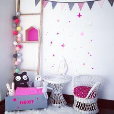 Caisse à jouets pour enfants, étagère maison, guirlande fanions, déco chambre d'enfants