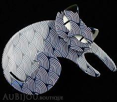 Erstwilder Cat Pin Brooch Curling Cassandra Blue Scales