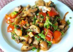 Warm mushroom salad with tomatoes