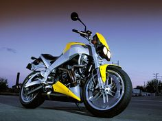 Buell Lightning XB9S - American but at least sees the wisdom of belt drive.