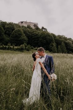 die Burg Altpernstein als Kulisse  #altpernstein in #Micheldorf als #Traumlocation zum #heiraten Kirchen, Portrait, Location, Lavender, Roses, Wedding Photography, Beautiful, Couple Photos, Couples