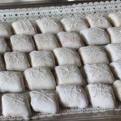 Mustazzolus, dolci tipici sardi. SardinianStore.com Manju Recipe, Struffoli Recipe, Pav Bhaji, Sardinia, Buffet, Cookies, Sweet, Food, Breads