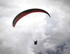 Enjoy flying the Sacred Valley of the Incas by paragliding. Cusco has a lot to offer while you're travelling to Machupicchu. Fly like the andean condor and feel the freedom in the heart of the Andes. Andean Condor, Best Seasons, Paragliding