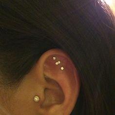 Gold Ear Cuff - Cz Ear Cuff - Gold Vermeil Ear Cuff - Pave Ear Cuff - No Piercing Earring - Custom Jewelry Ideas Innenohr Piercing, Ear Piercings Conch, Multiple Ear Piercings, Peircings, Constellation Piercings, Constellation Earrings, Piercings Kylie Jenner, Body Electric Tattoo, Clip On Earrings