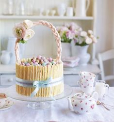 A carrot cake for the Easter Bunny! This showstopper cake is a must for your Easter celebrations.