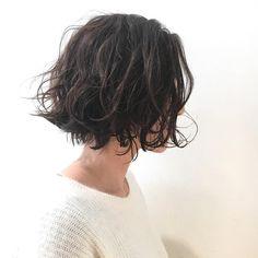 Satoshi Matsumoto 松本聡さんはInstagramを利用しています:「 あご下ラインのくせ毛風パーマ ブローいらずのスタイル パーマがダークトーンボブにヌケ感を出します✨✨ カット✂︎7200 パーマ7200〜 #hair #bob #shima #shimaplus1 #シマ #パーマ#くせ毛風パーマ #クルーエル#外ハネボブ…」