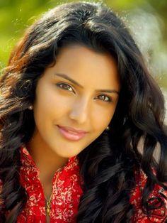 Indian Actresses, Actors & Actresses, Actress Priya, Tamil Actress Photos, Cute Beauty, Most Beautiful Indian Actress, Naturally Beautiful, South Indian Actress, Hottest Photos