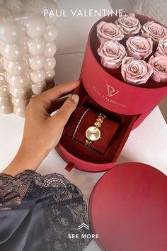 Valentine Poster, Valentine Day Love, Valentine Crafts, Valentines, Gift Box Birthday, Mom Birthday, Paper Flowers Craft, Flower Crafts, Best Friend Gifts
